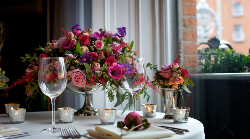 What To Consider When Choosing Your Wedding Reception Flowers